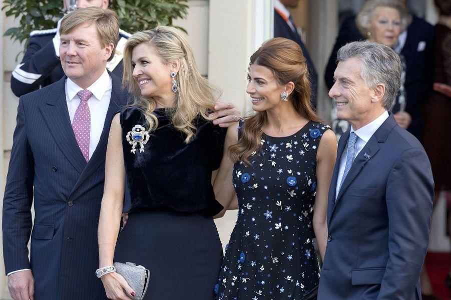 La reine Maxima et le roi Willem-Alexander des Pays-Bas avec le couple présidentiel argentin à La Haye, le 28 mars 2017