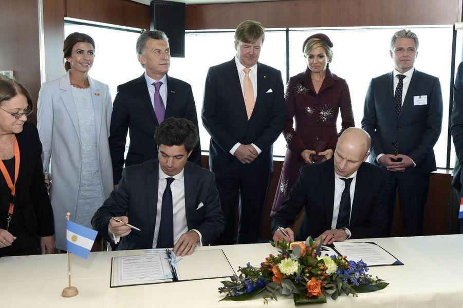 La reine Maxima et le roi Willem-Alexander des Pays-Bas avec le couple présidentiel argentin à Rotterdam, le 28 mars 2017