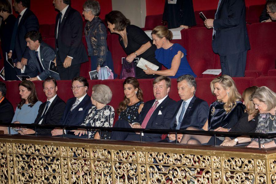 La famille royale des Pays-Bas avec le couple présidentiel argentin à La Haye, le 28 mars 2017