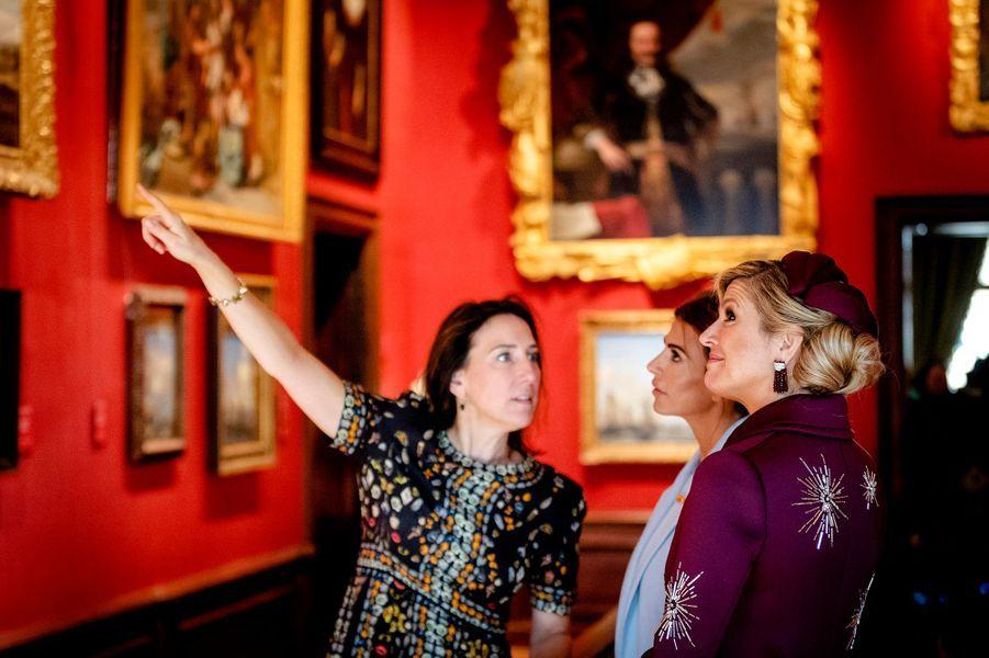 La reine Maxima des Pays-Bas et la First Lady d'Argentine Juliana Awada au Mauritshuis à La Haye, le 28 mars 2017