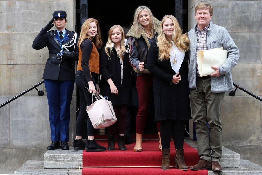 La reine Maxima et le roi Willem-Alexander des Pays-Bas et leurs trois filles à Amsterdam, le 3 février 2018