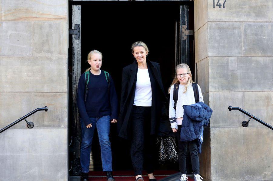 La princesse Mabel des Pays-Bas et ses deux filles à Amsterdam, le 4 février 2018