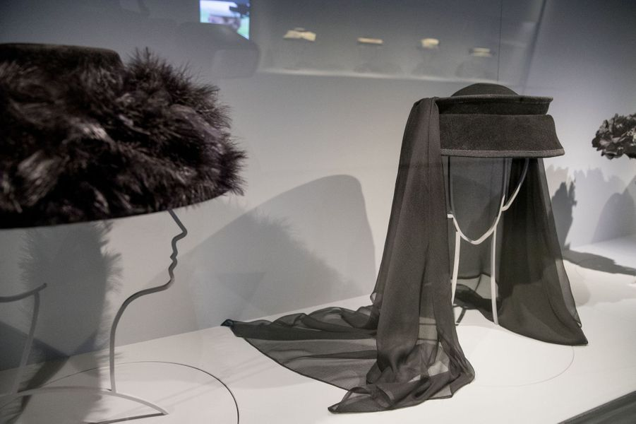 Chapeau de deuil de la reine Beatrix des Pays-Bas, exposé au Paleis Het Loo, à Apeldoorn, le 22 mars 2017