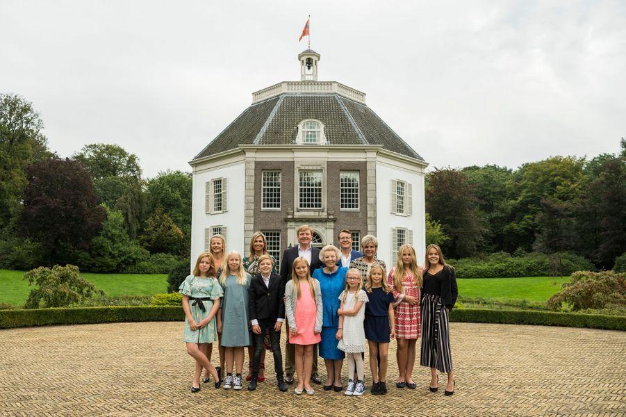 L'ex-reine Beatrix des Pays-Bas avec sa famille à l'automne 2017. Photo diffusée pour ses 80 ans, le 31 janvier 2018