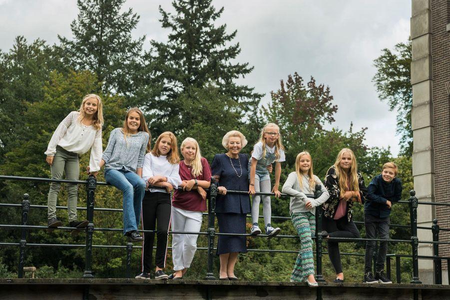 L'ex-reine Beatrix des Pays-Bas avec ses petits-enfants, à l'automne 2017. Photo diffusée pour ses 80 ans, le 31 janvier 2018