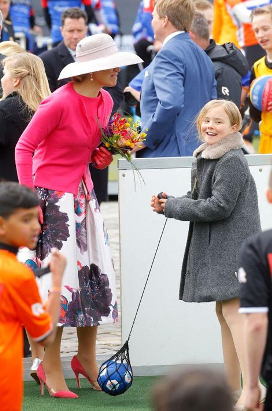 La princesse Ariane des Pays-Bas avec la reine Maxima à Zwolle, le 27 avril 2016