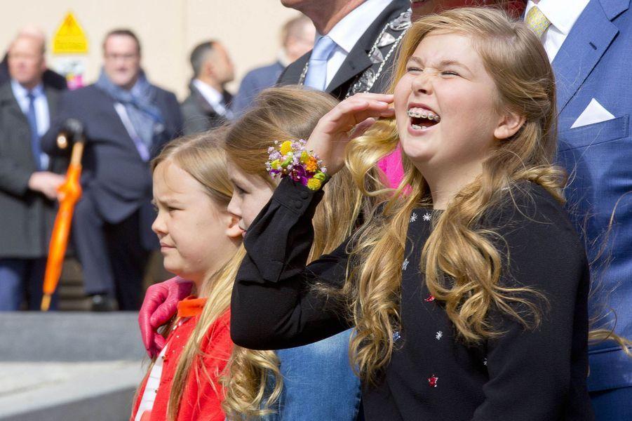 La princesse Catharina-Amalia des Pays-Bas avec ses soeurs à Zwolle, le 27 avril 2016