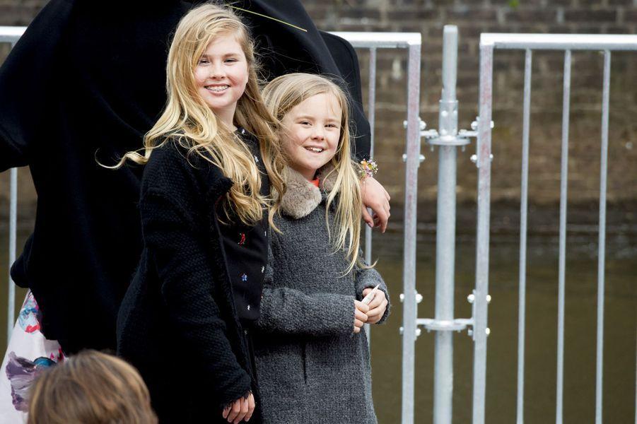Les princesses Catharina-Amalia et Ariane des Pays-Bas à Zwolle, le 27 avril 2016