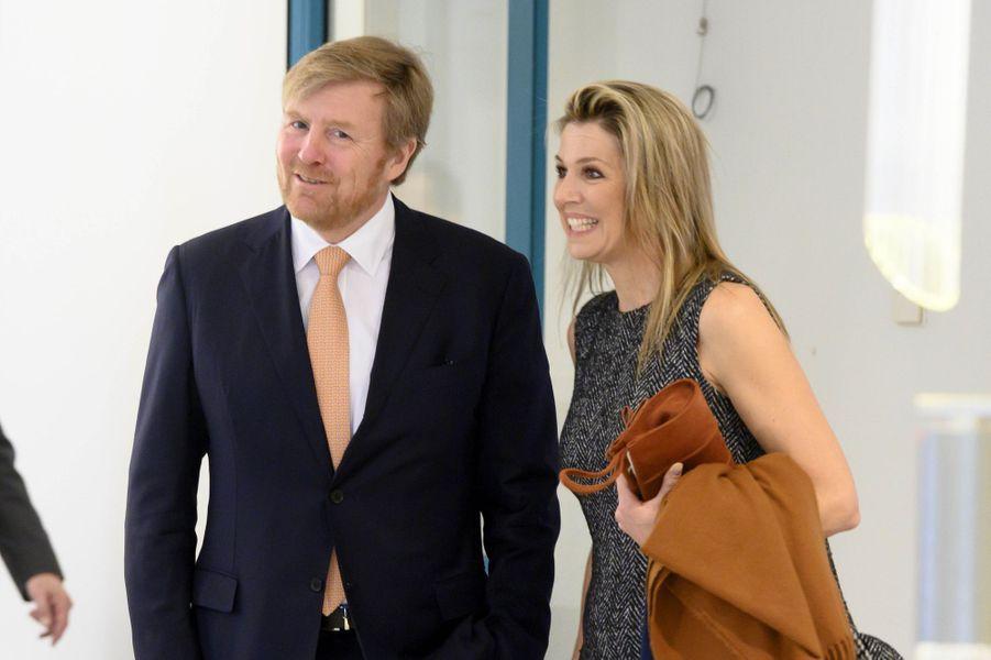 Le roi Willem-Alexander et la reine Maxima et des Pays-Bas à Bilthoven, le 3 avril 2020