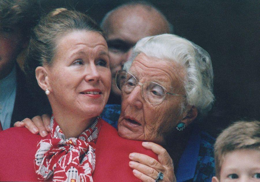 La princesse Christina des Pays-Bas, avec sa mère la reine Juliana (après son abdication), le 20 septembre 1994