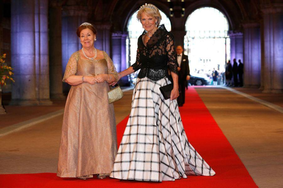 La princesse Christina des Pays-Bas avec sa soeur la princesse Irene, le 29 avril 2013