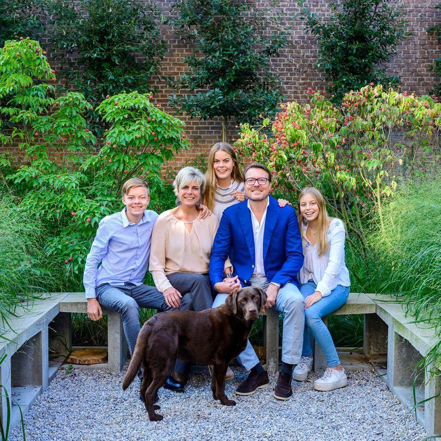 Le prince Constantijn des Pays-Bas avec sa femme la princesse Laurentien et leurs enfants, en septembre 2019