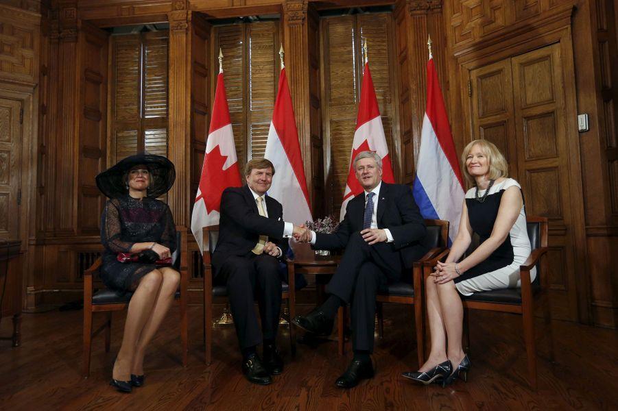 La reine Maxima et le roi Willem-Alexander avec le Premier ministre Stephen Harper et sa femme Laureen à Ottawa, le 27 mai 2015