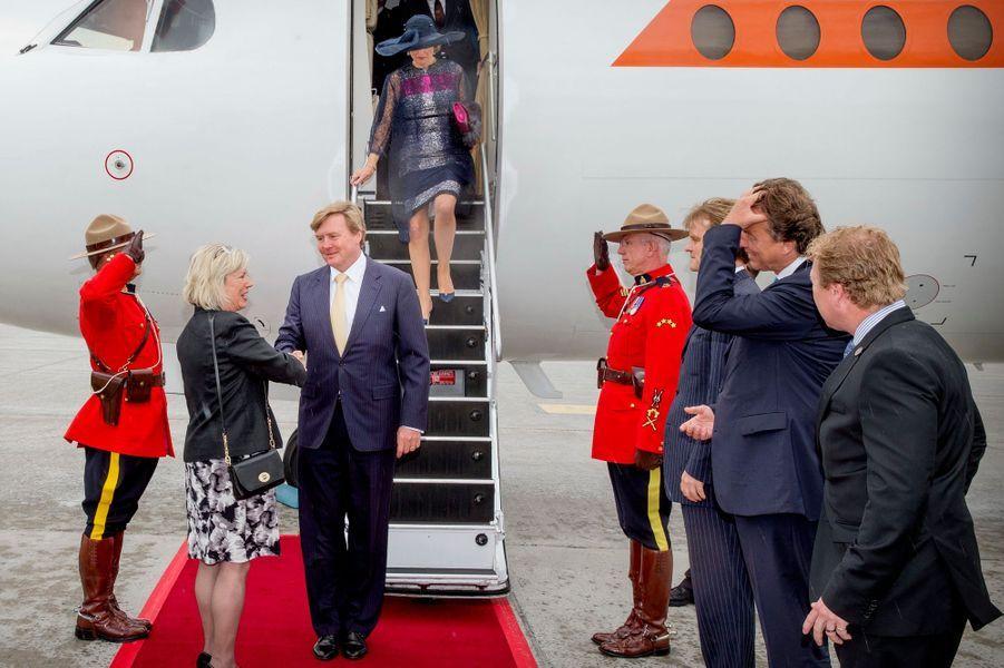 La reine Maxima et le roi Willem-Alexander des Pays-Bas arrivent à Ottawa, le 27 mai 2015