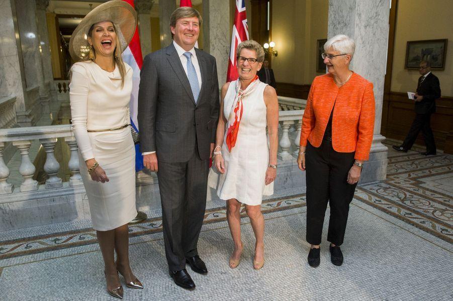 La reine Maxima et le roi Willem-Alexander avec la Première minstre de l'Ontario et sa compagne à Toronto, le 29 mai 2015