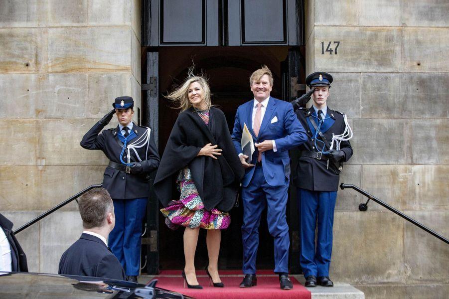 La reine Maxima et le roi Willem-Alexander des Pays-Bas devant le Palais royal à Amsterdam, le 15 janvier 2019