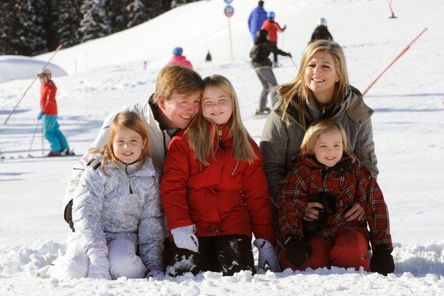 La princesse Maxima et le prince Willem-Alexander des Pays-Bas avec leurs trois filles à Lech, le 18 février 2013