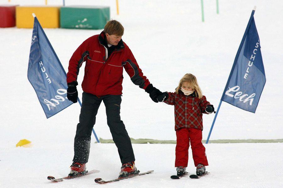 Le prince Willem-Alexander des Pays-Bas avec sa fille aînée la princesse Catharina-Amalia à Lech, le 10 février 2008