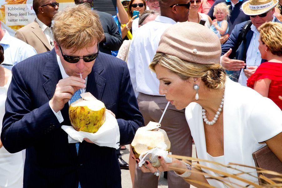 La reine Maxima des Pays-Bas avec le roi Willem-Alexander à Aruba, le 1er mai 2015