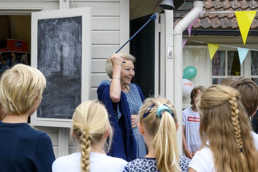 L'ex-reine Beatrix des Pays-Bas lance la Journée nationale de jeu en plein air à Baarn, le 10 juin 2020
