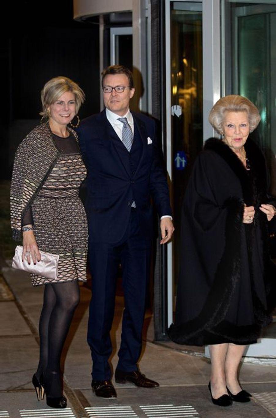 Les princesses Beatrix et Laurentien avec le prince Constantijn des Pays-Bas à La Haye, le 28 janvier 2016