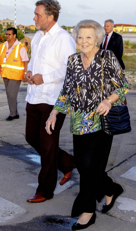 La princesse Beatrix des Pays-Bas à son arrivée sur l'île de Bonaire dans les Caraïbes, le 28 novembre 2018