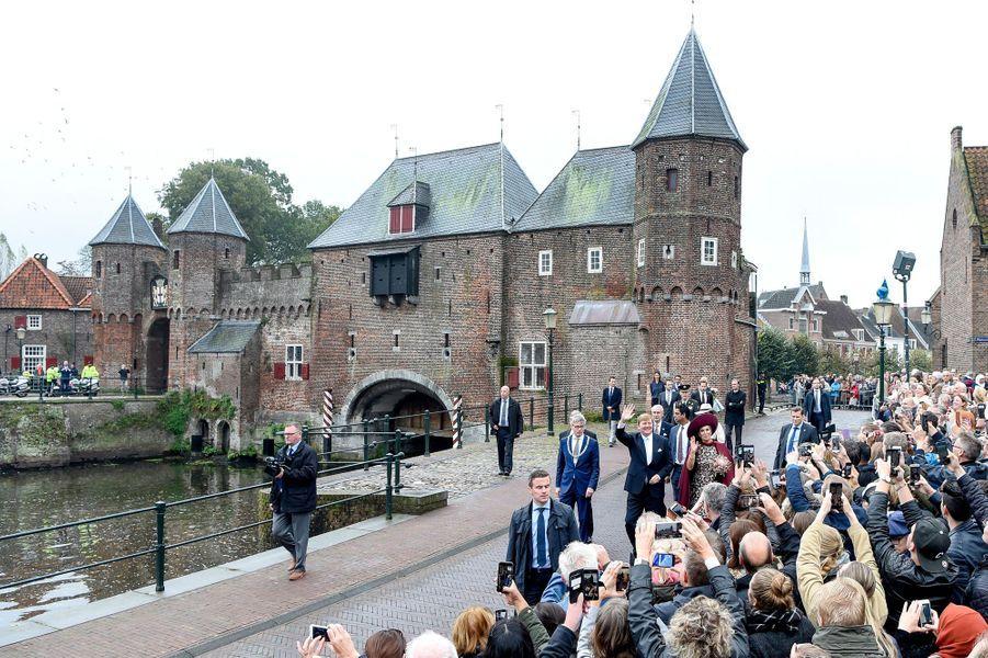 Le roi Willem-Alexander des Pays-Bas et la reine Maxima dans l'Eemland, le 24 octobre 2017