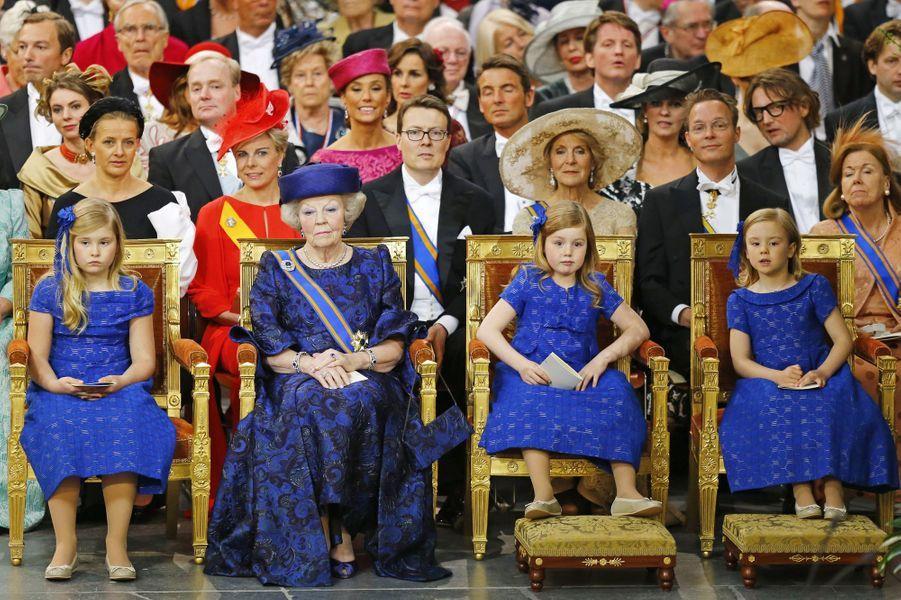 La princesse Ariane des Pays-Bas (à droite) avec l'ex-reine Beatrix et ses soeurs aînées, le 30 avril 2013