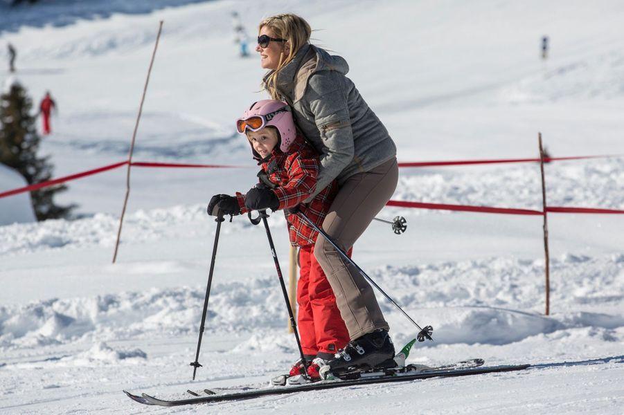 La princesse Ariane des Pays-Bas avec sa mère Maxima, le 18 février 2013