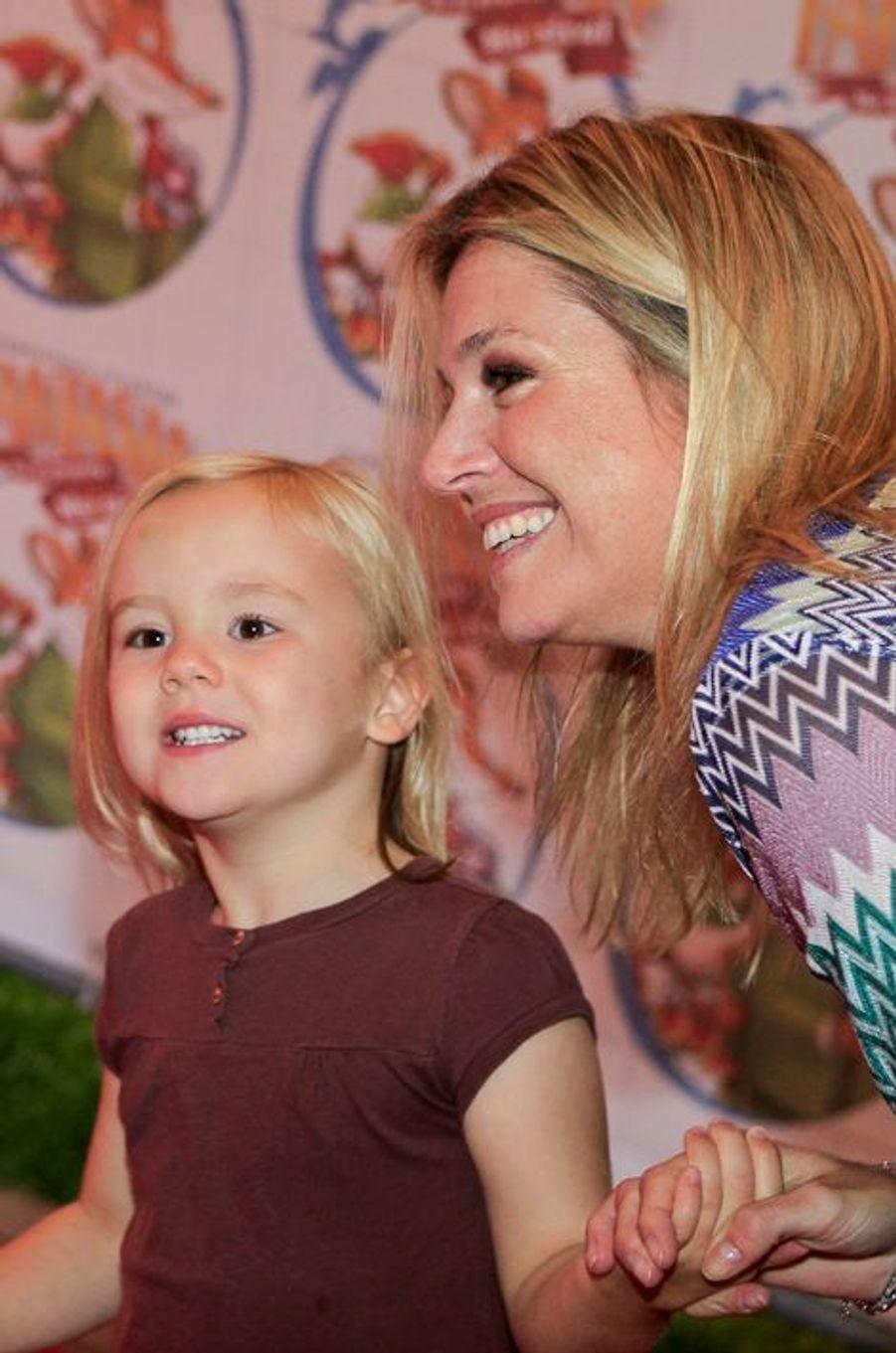 La princesse Ariane des Pays-Bas avec sa mère Maxima, le 21 septembre 2011