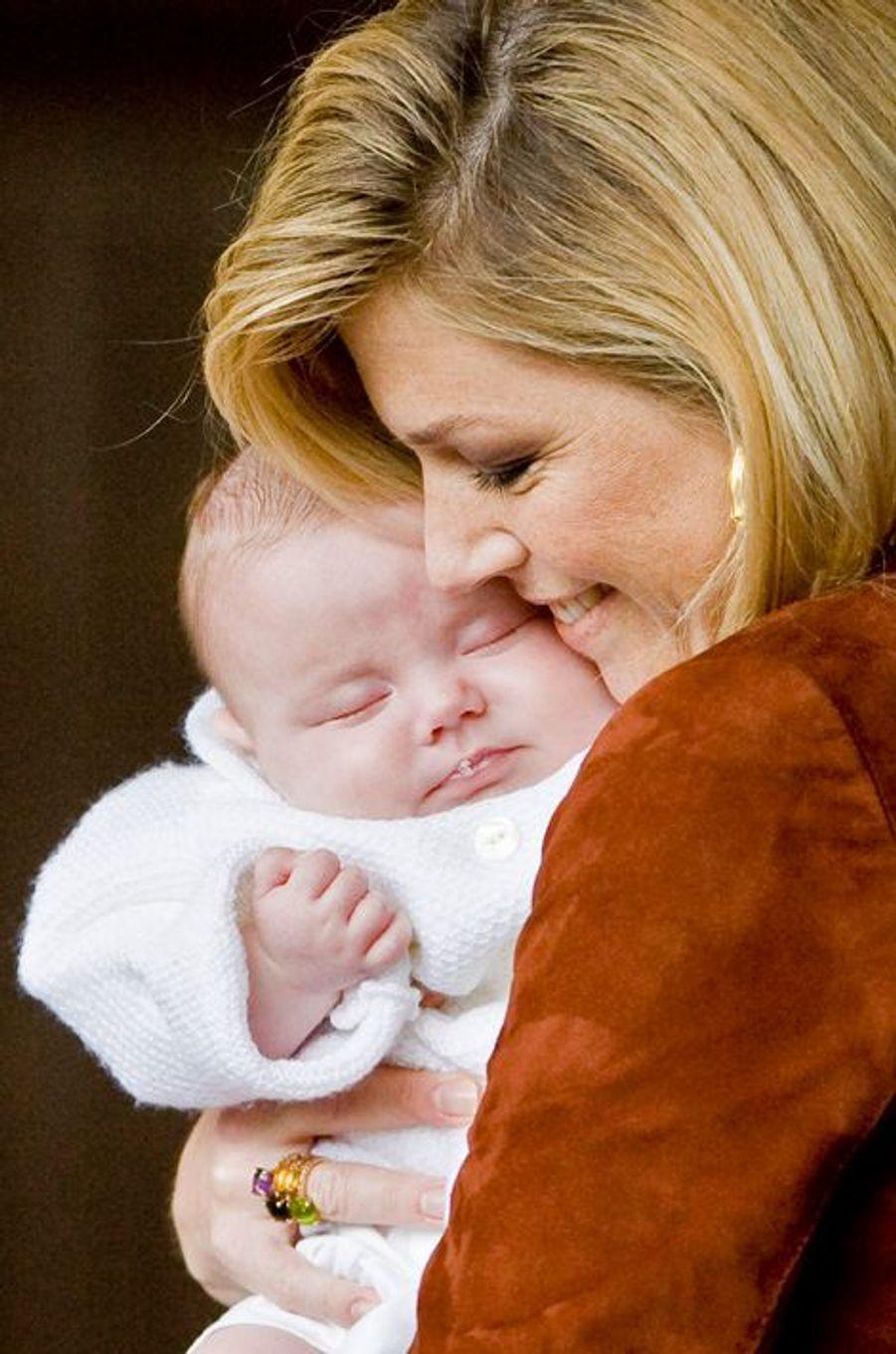 La princesse Ariane des Pays-Bas avec sa mère Maxima, le 26 juin 2007