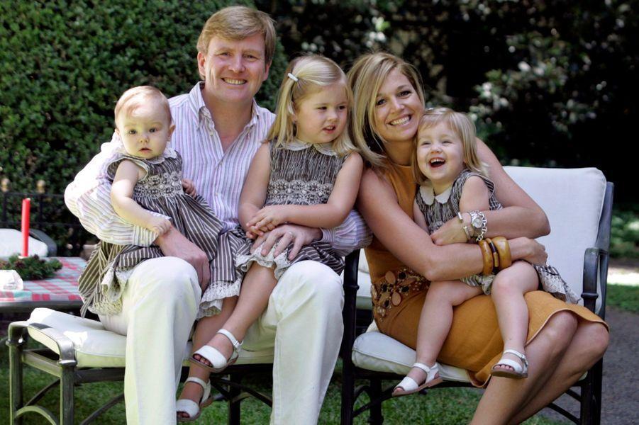 La princesse Ariane des Pays-Bas avec ses parents et ses grandes soeurs, le 22 décembre 2007