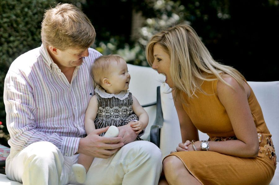 La princesse Ariane des Pays-Bas avec ses parents, le 22 décembre 2007