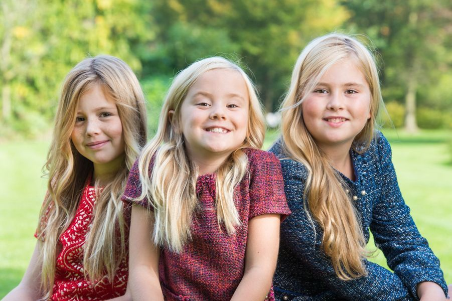 La princesse Ariane des Pays-Bas avec ses soeurs aînées, le 5 décembre 2014