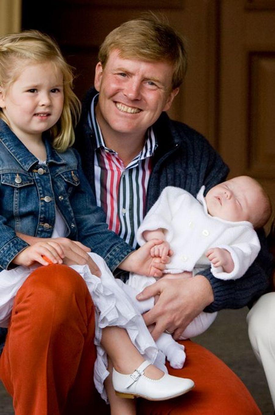 La princesse Ariane des Pays-Bas avec son père Willem-Alexander et Catharina-Amalia, le 26 juin 2007