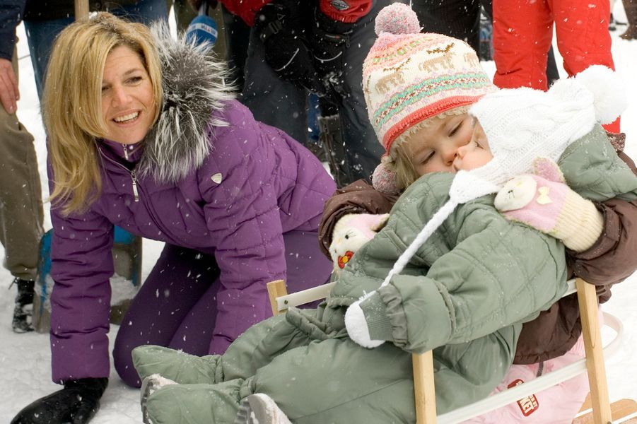 La princesse Alexia avec sa mère Maxima et sa soeur Catharina-Amalia, le 26 février 2006