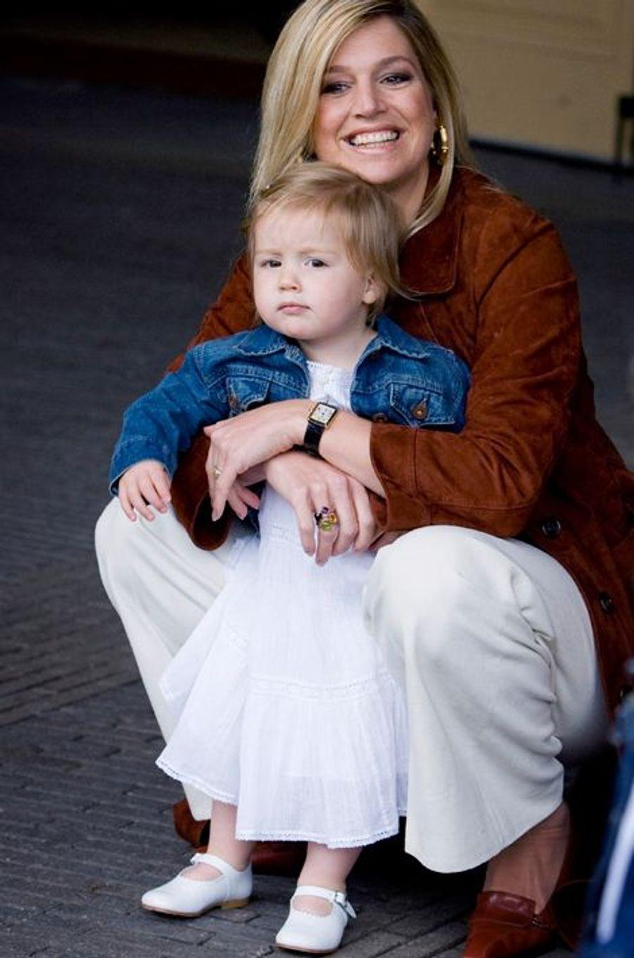 La princesse Alexia avec sa mère Maxima, le 26 juin 2007