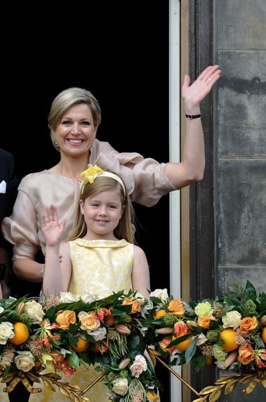 La princesse Alexia avec sa mère Maxima, le 30 avril 2013