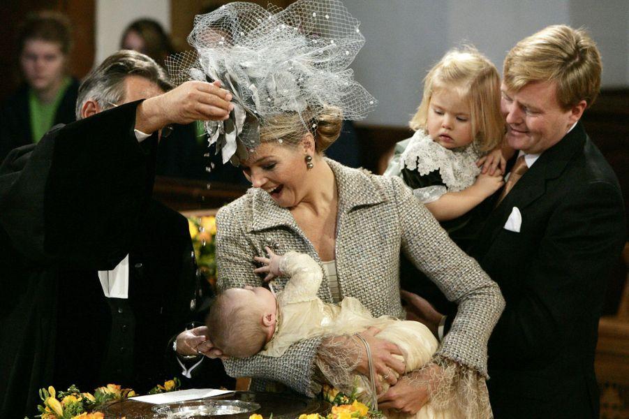 La princesse Alexia avec ses parents et sa grande soeur Catharina-Amalia, le 19 novembre 2005