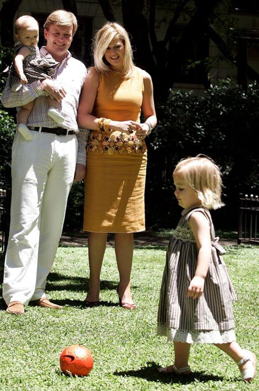 La princesse Alexia avec ses parents et sa petite soeur Ariane, le 22 décembre 2007