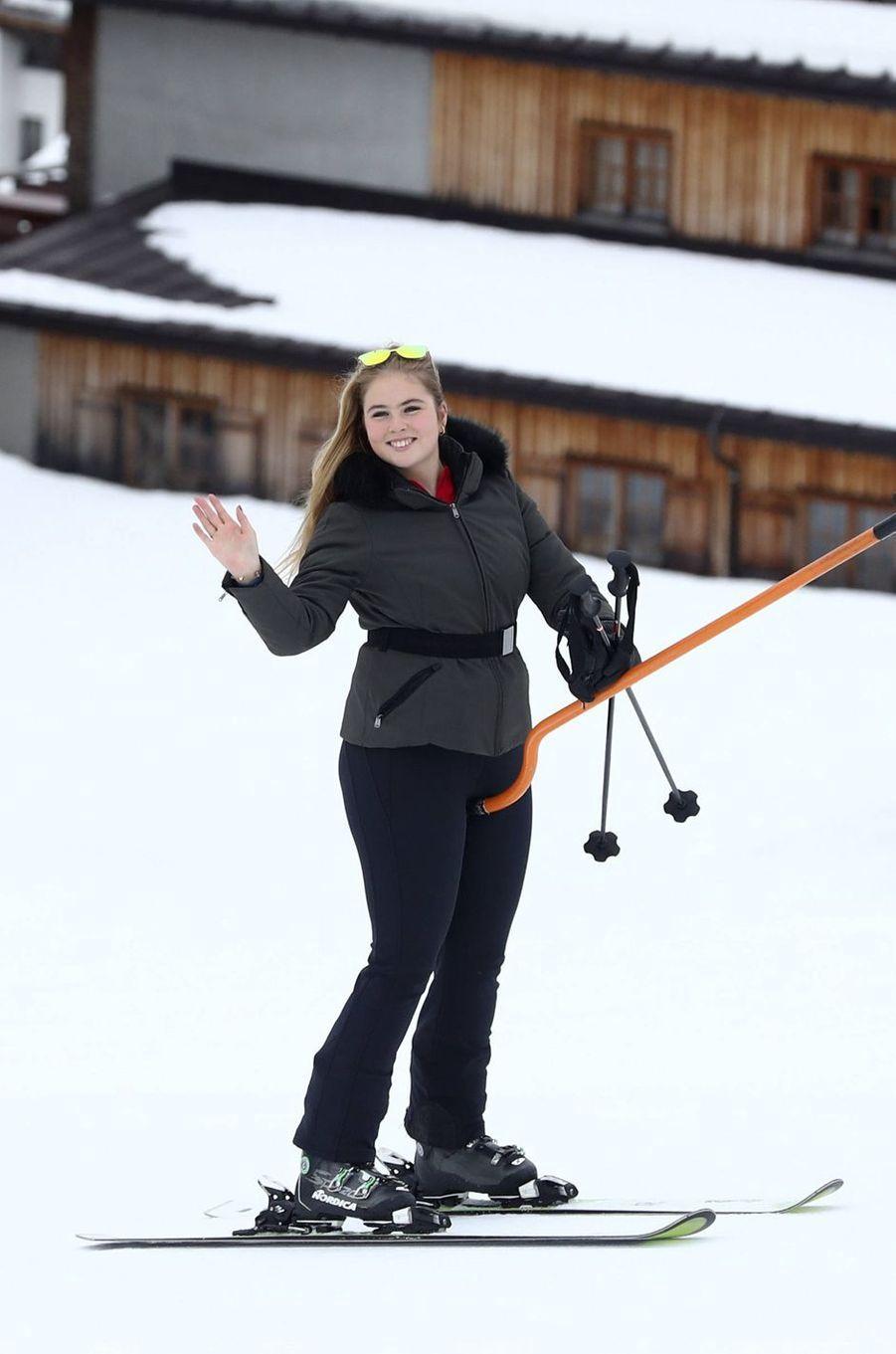 La princesse Catharina-Amalia des Pays-Bas au ski à Lech en Autriche, le 25 février 2019