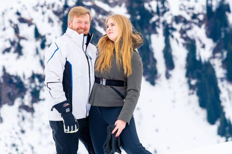 La princesse Catharina-Amalia des Pays-Bas avec son père le roi Willem-Alexander à Lech en Autriche, le 25 février 2019