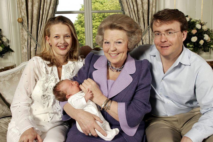 La princesse Mabel et le prince Friso d'Orange-Nassau avec leur fille Luana et la reine Beatrix des Pays-Bas, le 24 mai 2005