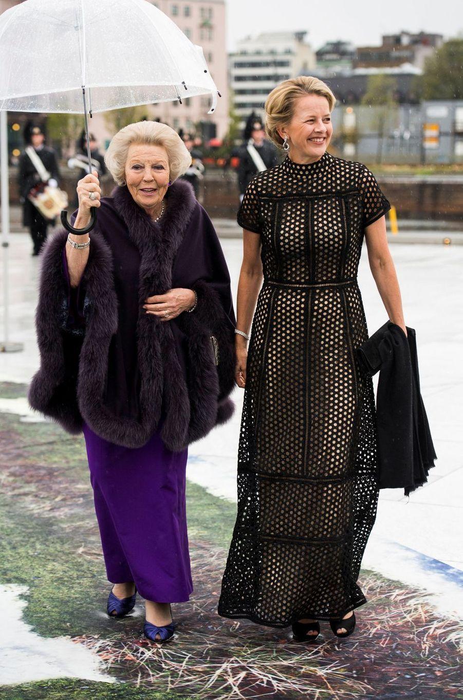La princesse Mabel d'Orange-Nassau avec sa belle-mère l'ex-reine Beatrix des Pays-Bas, le 10 mai 2017