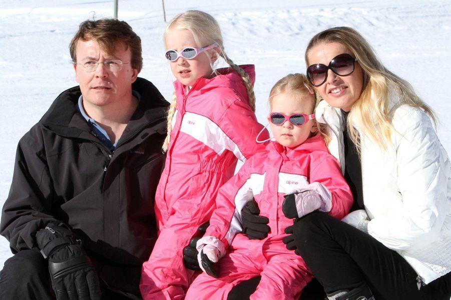 La princesse Mabel et le prince Friso d'Orange-Nassau avec leurs filles, le 19 février 2011