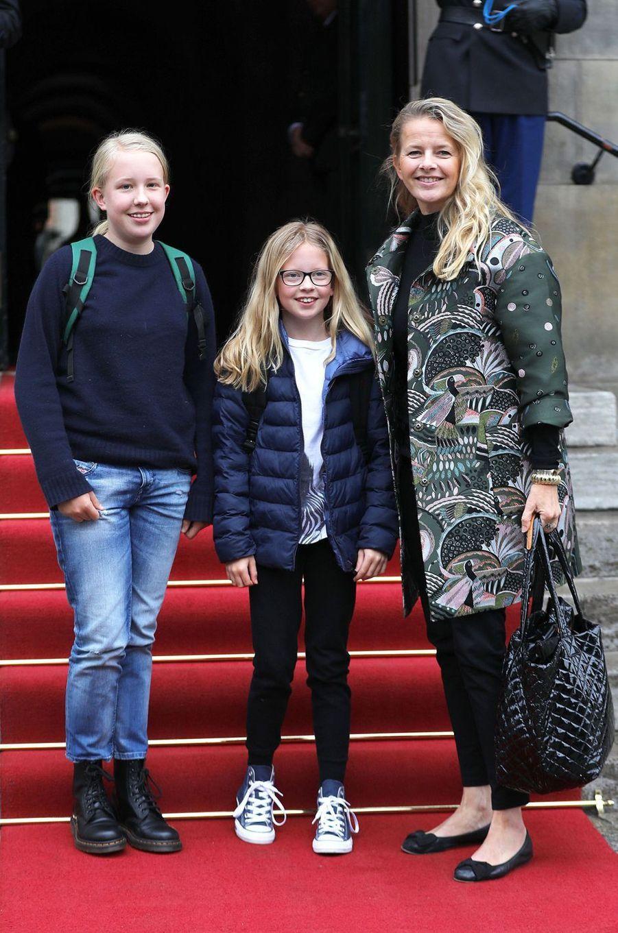 La princesse Mabel d'Orange-Nassau avec ses filles les comtesses Luana et Zaria, le 3 février 2018