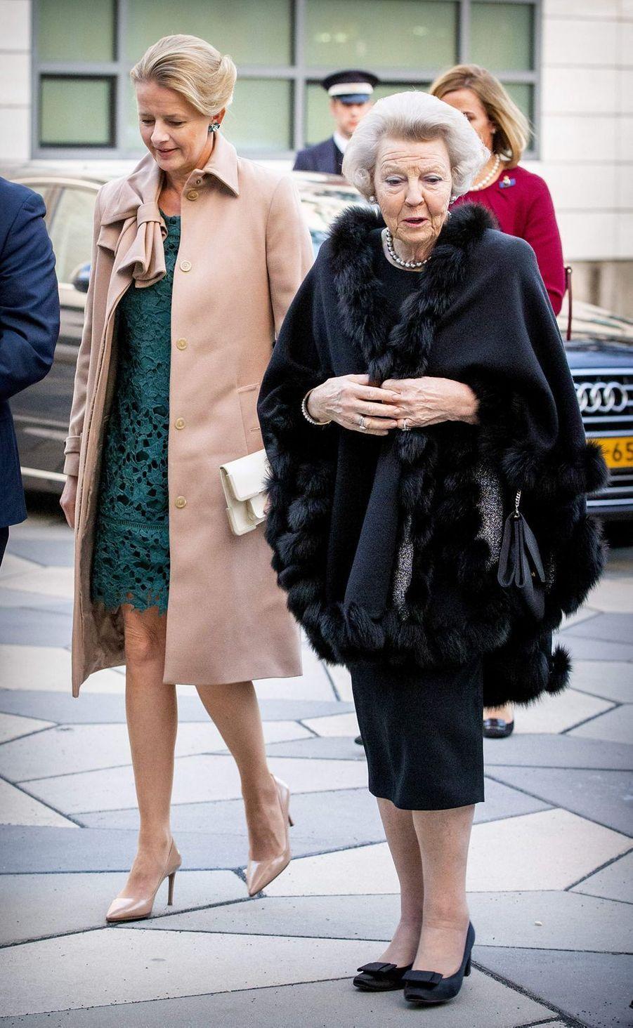 La princesse Mabel d'Oranje-Nassau et l'ex-reine Beatrix des Pays-Bas à Veldhoven, le 18 mars 2019