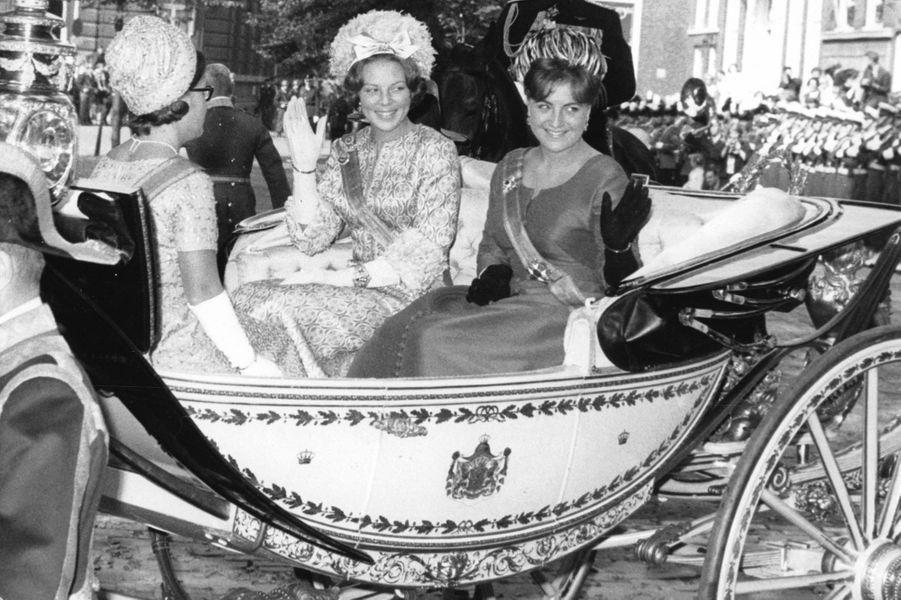 La princesse Margriet des Pays-Bas (à droite) avec les princesses Beatrix et Christina, le 21 septembre 1965