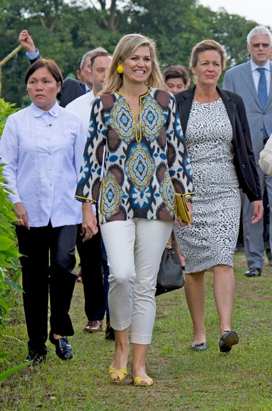 La reine Maxima des Pays-Bas dans une plantation d'ananas à Tagaytay, le 30 juin 2015