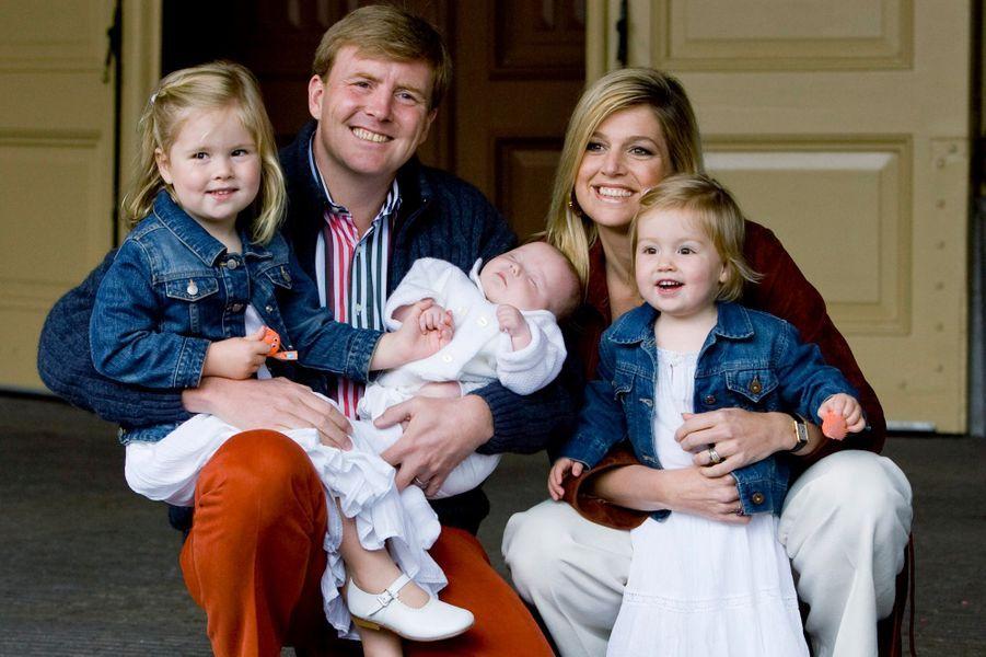 La princesse Maxima des Pays-Bas avec le prince Willem-Alexander et leurs filles, le 26 juin 2007